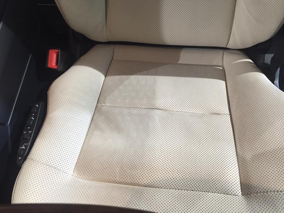 vệ sinh nội thất xe ô tô mùa mưa