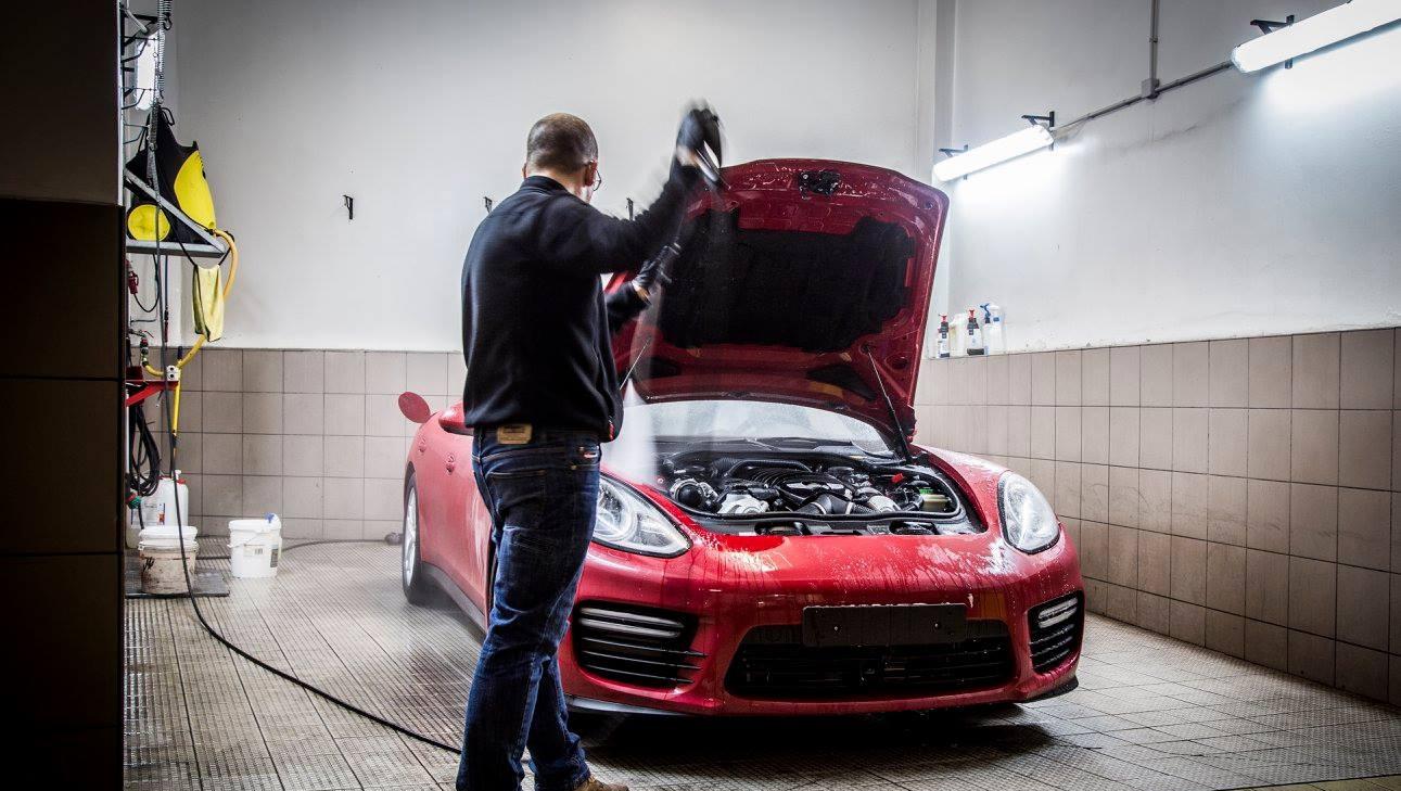 khoang rửa xe ô tô