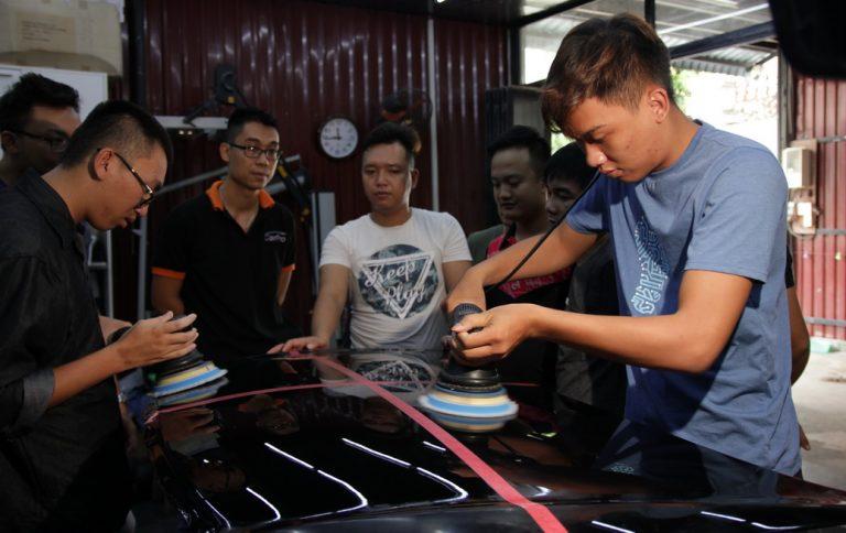 Dạy nghề chăm sóc xe detailing