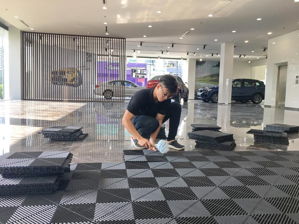 Kinh nghiệm thi công lắp đặt tấm nhựa lót sàn rửa xe